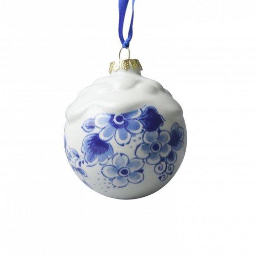 Delfter blaue Weihnachtskugel mit Schnee