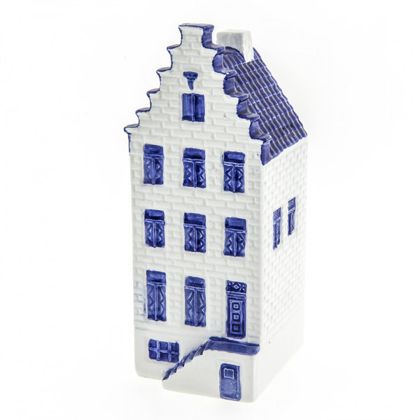 Delft blue canal house
