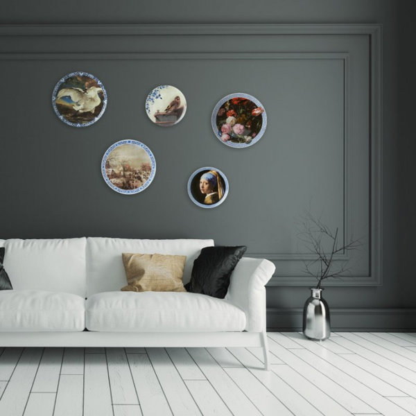 Girl with a pearl earring plate with Delft blue rim