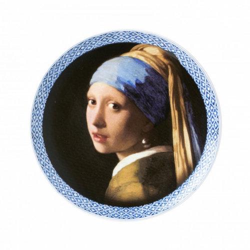 Fille avec une plaque de boucle d'oreille en perles avec un bord bleu de Delft