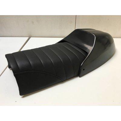 C.Racer Scrambler Seat Tuck 'N Roll Zwart 8