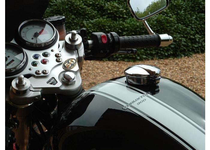 "Monza 2.5"" Tankdop voor 2000+ Triumph Bonneville, Thruxton and Scrambler Modellen"