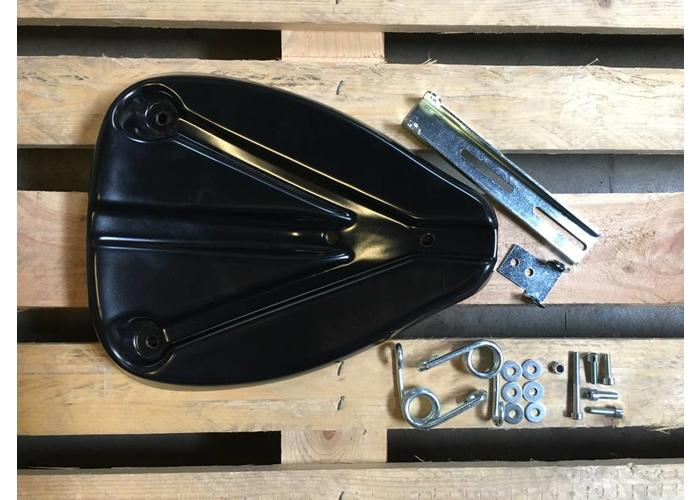 C.Racer Bobber Diamond Black Seat 1