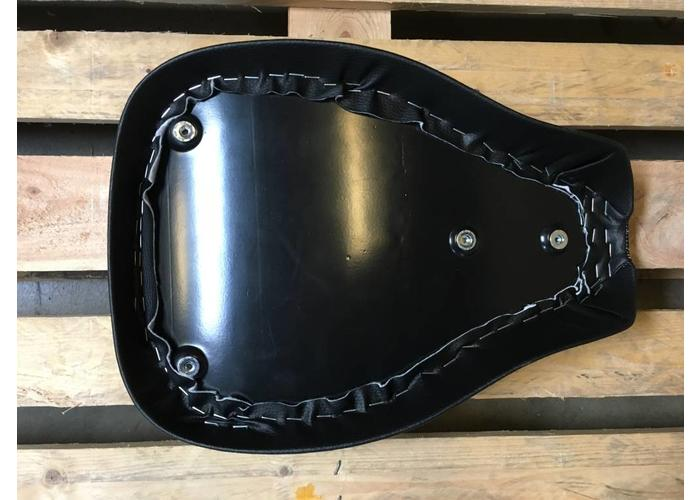 C.Racer Bobber Big Tuck 'N Roll Black Seat 5