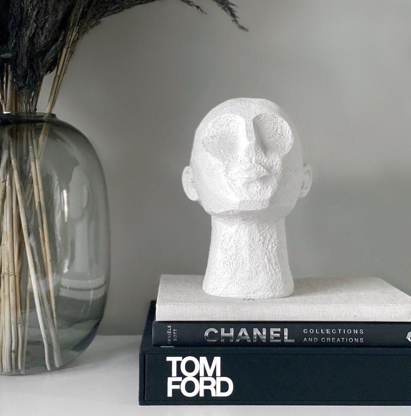 Statue Head Short