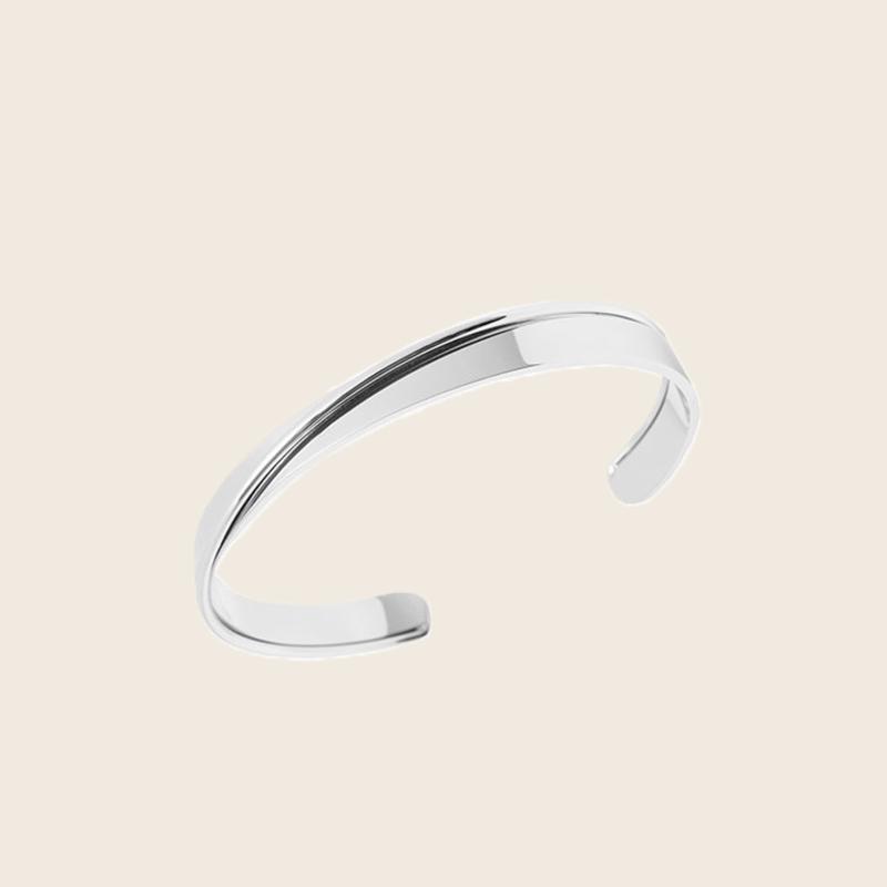 Bandhu Curved Bracelet Silver
