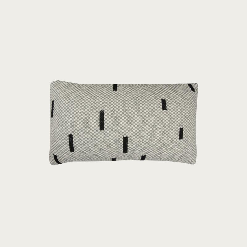 Sand/Black Pillow