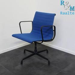 Vitra Eames EA 108 Design stoel – Hopsak - Blauw
