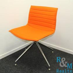 Arper Cross Base Designstoel Oranje