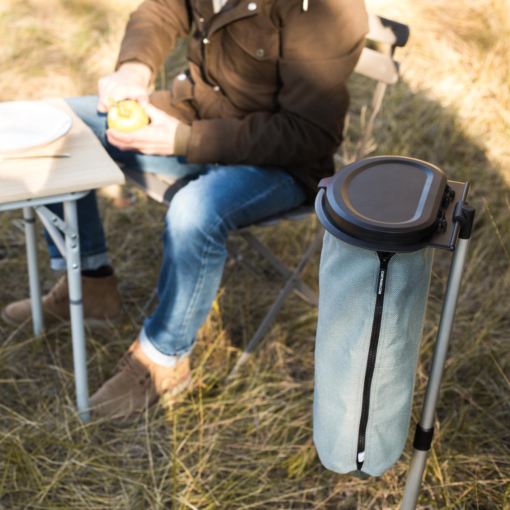 Prik Flextrash in de grond met de Campstick. Eenvoudig in hoogte verstelbaar en gemaakt van lichtgewicht