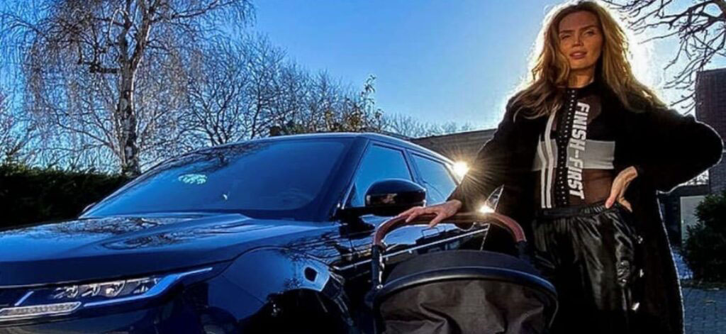 Kim Feenstra heeft die nieuwste Slee Mobile kinderwagen