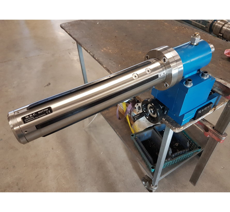 Air shaft for unwinding and rewinding roll materials
