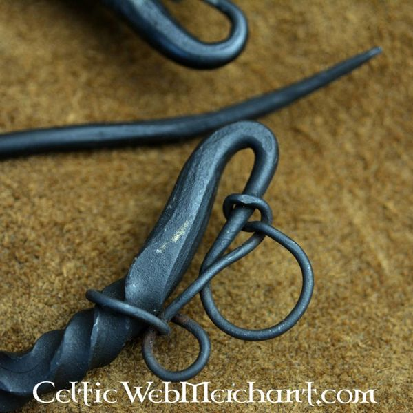 Luxurious iron ring brooch