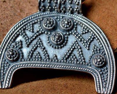 Handgjorda bysantinska, germanska och moraviska smycken