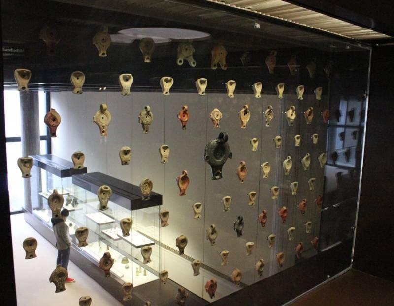Lampe à huile romaine, Bacchus