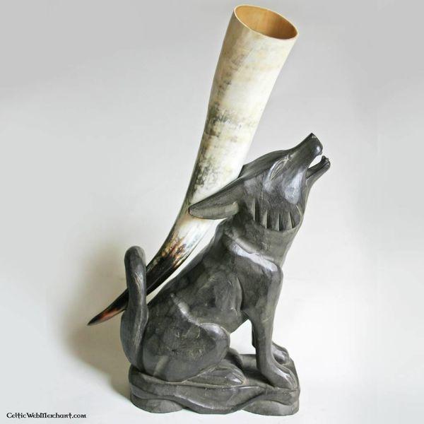 Wooden drikkehorn stå ulv