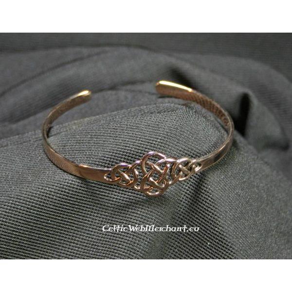 Bracelet with Celtic knot