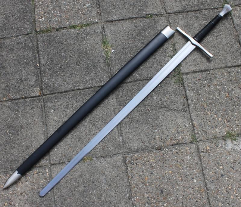 Cluny mano-e-un-metà spada