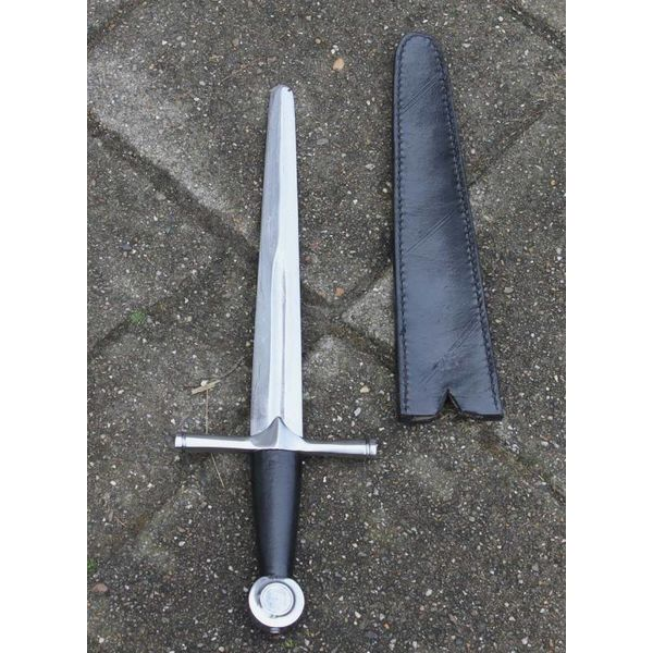 Dagger with round pommel