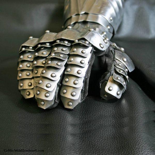 Deepeeka Gauntlets with rivets