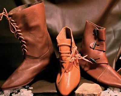 Scarpe stile Medioevo