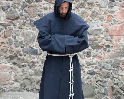 Mens' cloaks & capes