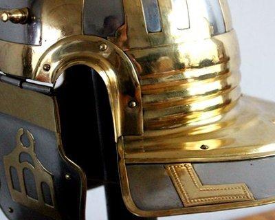Keltiska, romerska och grekiska hjälmar