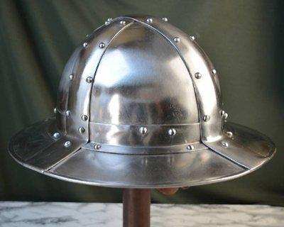 Capelinas battle-ready