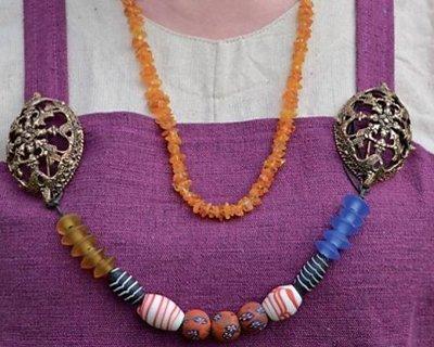 Wikingerschildkrötenbroschen und Juwelenhändler