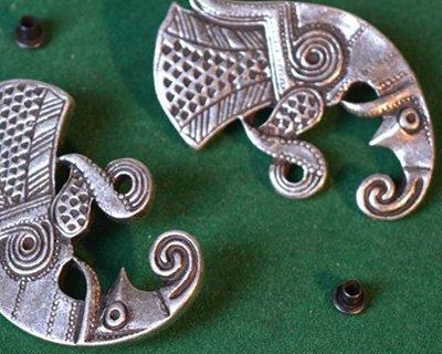Fibbie e raccordi per cinture vichinghe e germaniche