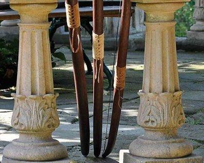 Traditionelle håndlavede buer og langbuer