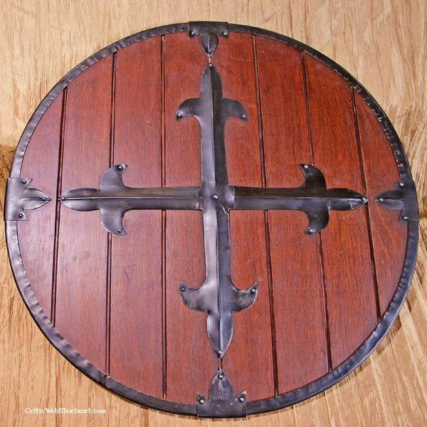Trä rund sköld med kors