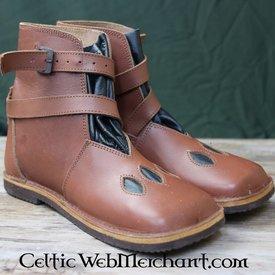 Zapatos altos de la vaca-boca del siglo XVI