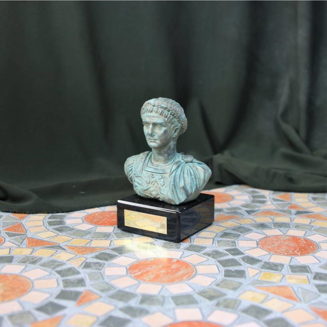 Bronceada busto del emperador Tiberio