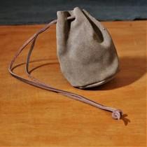 Cuchara de servir con cordón de cuero