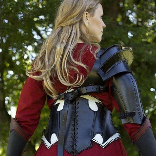 Epic Armoury Mørk Elf sort / hvid læder korset