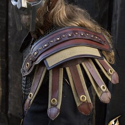Armadura del hombro romana de cuero