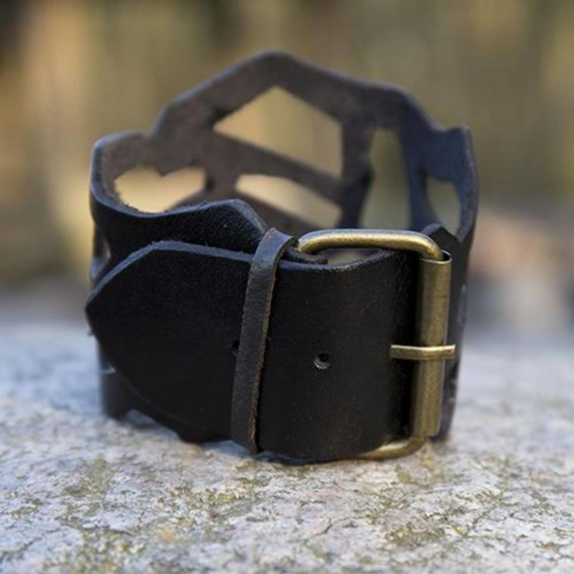 Epic Armoury Leren armband filigraan stijl