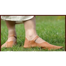 Low strap shoes