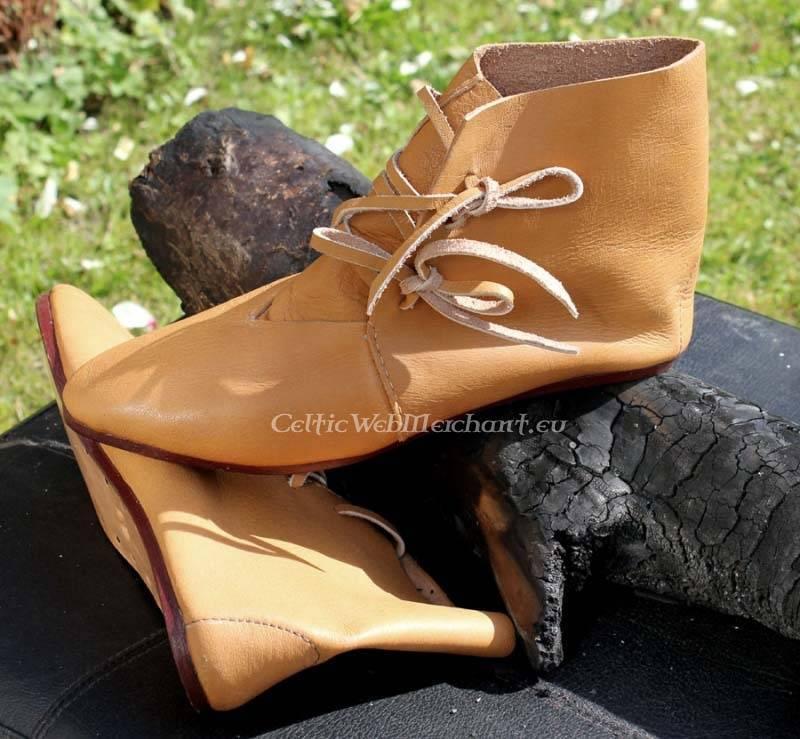 Stivaletti alla caviglia (1300 - 1600)