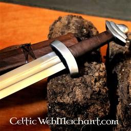 11-wieczny miecz anglosaski, gotowy do walki