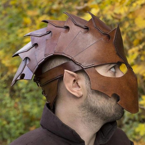 Epic Armoury Assassin, LARP helm, bruin leer