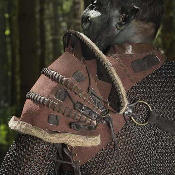 Epic Armoury Cuir orc pauldron Uzgush, marron