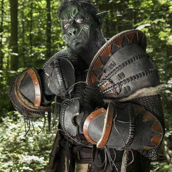 Epic Armoury Leren Ork onderarmbeschermers Uzgush, zwart, paar