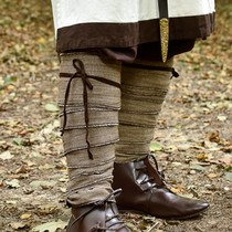Leg wrappings with herringbone motive