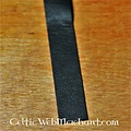Bande de cuir auto-adhésive pour poignées d'arc et de lance