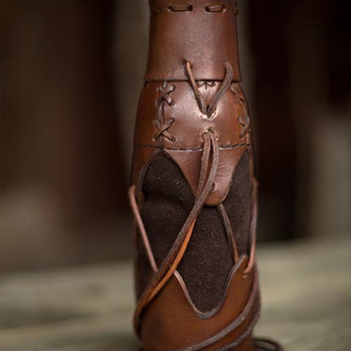 Epic Armoury Soporte para botella de plástico, marrón
