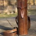 Epic Armoury Termos z skórzanym uchwytem i paskiem, brązowy