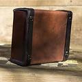 Epic Armoury Bolso de piel de viajero, marrón.
