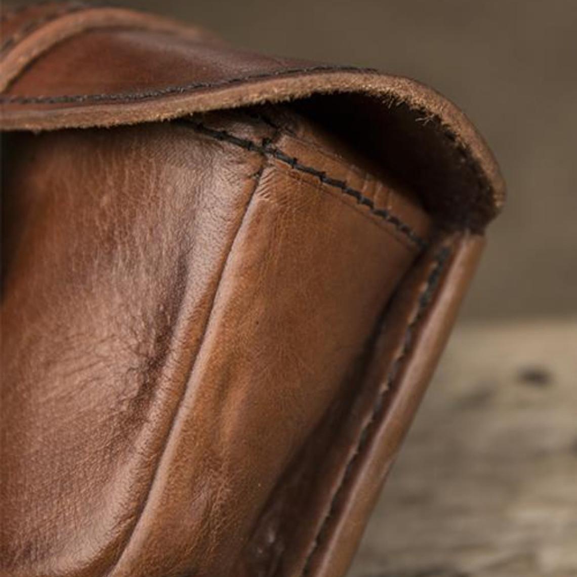 Epic Armoury Bolso bandolera de piel Agostino, marrón